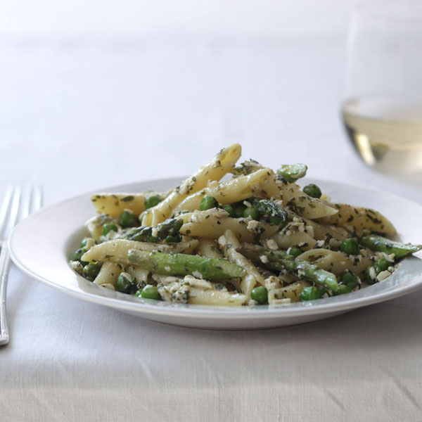 Penne pasta with asparagus1